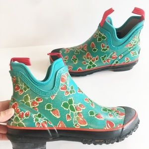 Bogs Strawberry Harper Ankle Rain Boots Chelsea 9